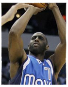 Mavs Re-Sign Tim Thomas