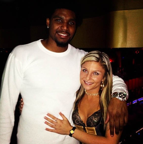 Andrew Bynum Wears Slippers To Strip Club