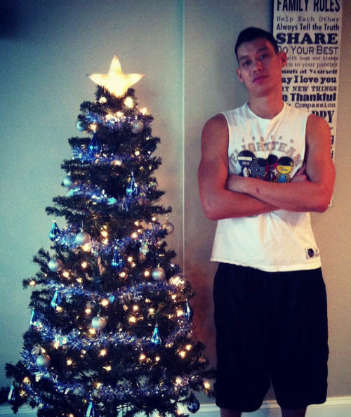 Jeremy Lin Decorates His First Christmas Tree
