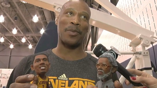 byron_scott_playing_bobbleheads