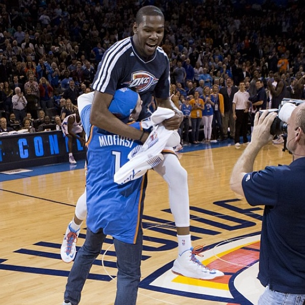 kevin_durant_tackles_fan