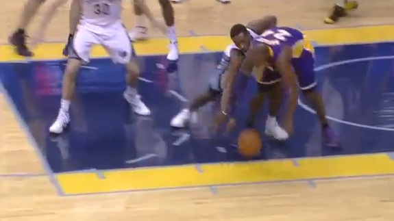 Kobe Bryant Out 6 Weeks With Knee Fracture