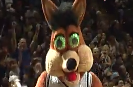 The Spurs Mascot Hits an Unbelievable Shot