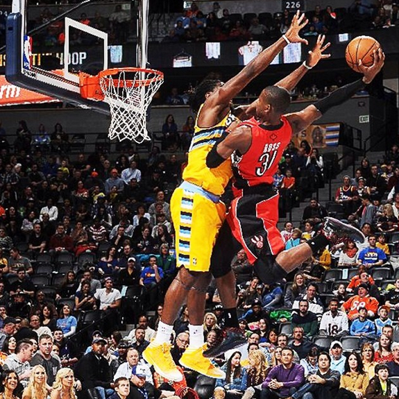 Terrence Ross Dunks All Over Kenneth Faried