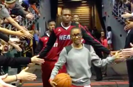 LeBron James Invites Teen Battling Cancer to Pregame Warmups