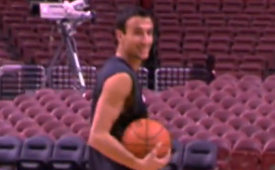 Manu Ginobili Kicks In a Trick Shot