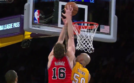 Joakim Noah No Look Bounce Pass to Pau Gasol