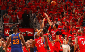 Stephen Curry Scores 40, Hits An Amazing Three