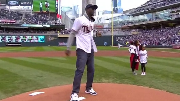 Kevin Garnett Throws Out First Pitch at Twins Opener