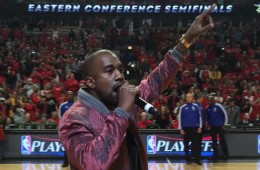 Kanye West Performsat-the-Chicago-Bulls-Game