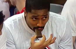 Spencer Dinwiddie Caught Snacking On the Bench