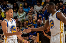 Stephen Curry Beats Up on Knicks with 34 Points